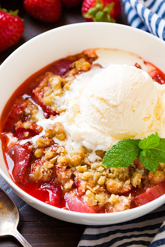 strawberry-rhubarb-crisp13-srgb..jpg
